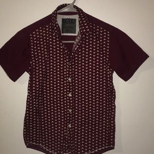 Boys size 8 short sleeve maroon color button down